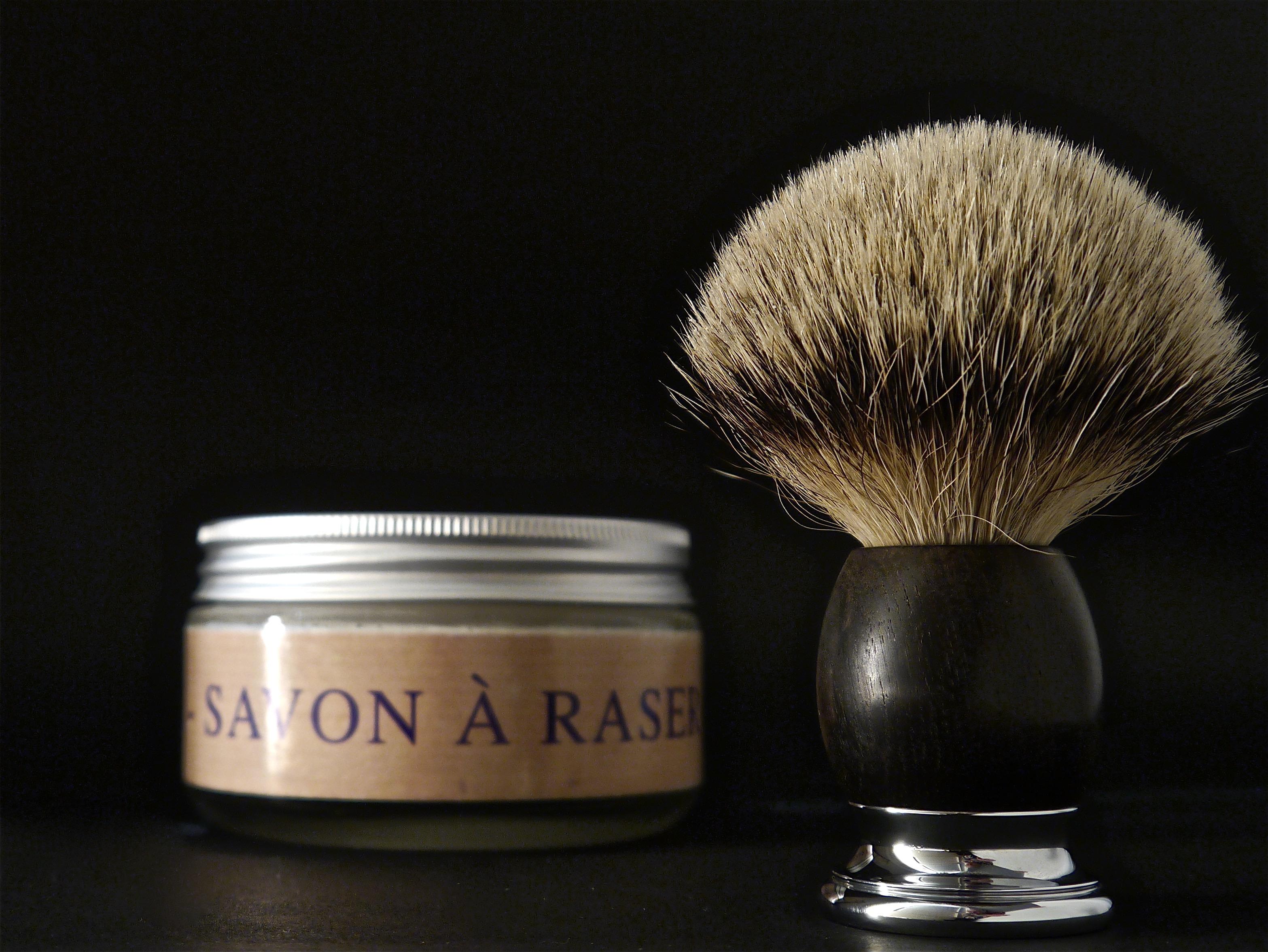 Cómo usar una brocha de afeitar