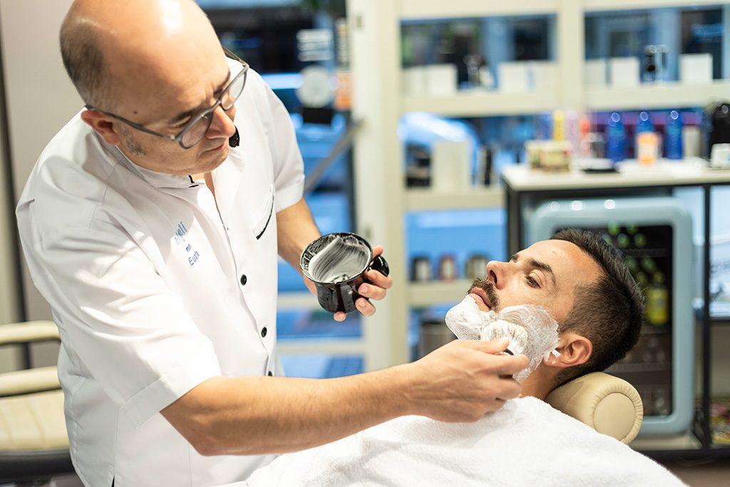 Afeitado clásico en barbería en Donostia - eliveli men